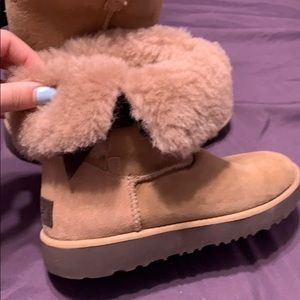 BRAND NEW UGGS SIZE 6!